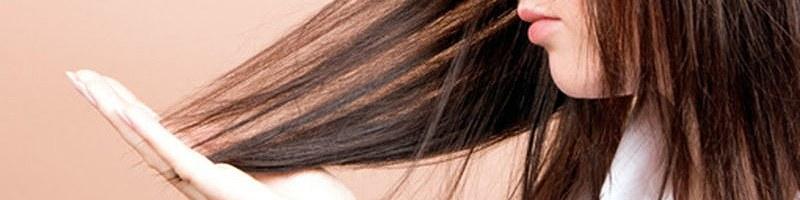Cienkie włosy u kobiety